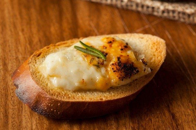 Crostini, Fontina Cheese, Baguette