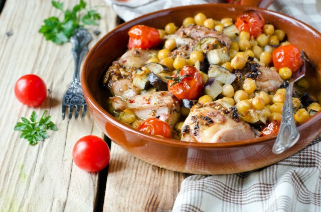 chicken tagine with corn, tomatoes, and olives