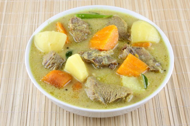Beef curry with vegetables, meat, pork