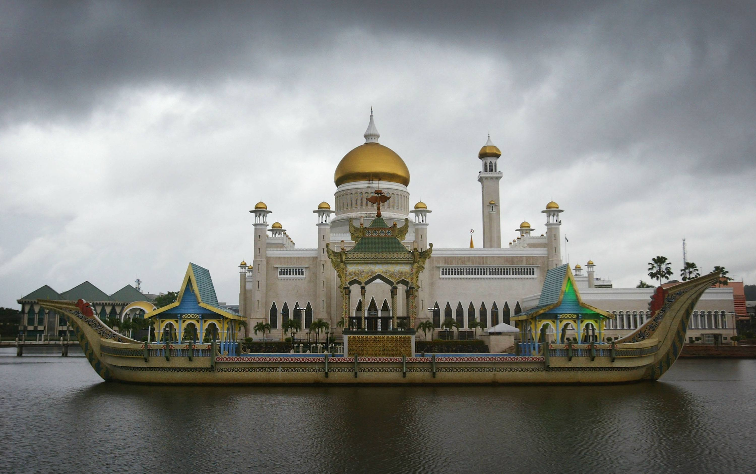 The Sultan Omar Ali Saifuddien Mosque in Brunei