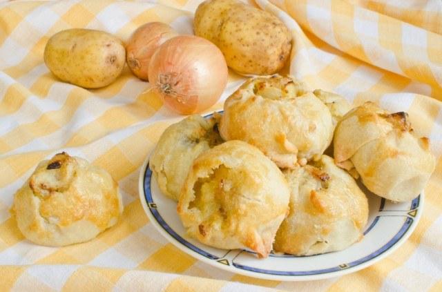 Knishes, potato, onion, bread, roll