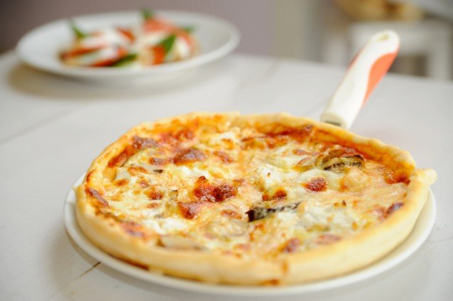 pizza with onions