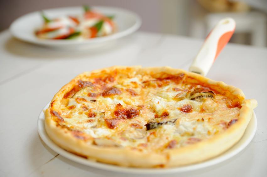 homemade pizza, onions