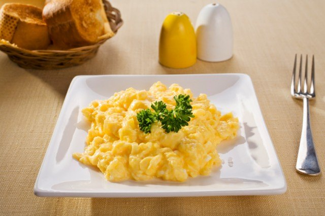 Scrambled Eggs and Toasted Baguette