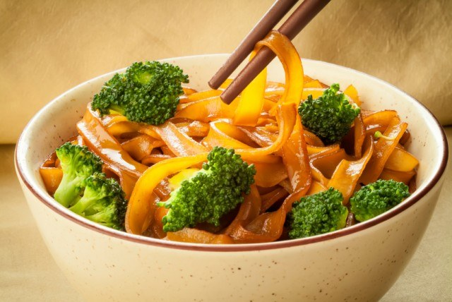 Rice Noodles with Broccoli