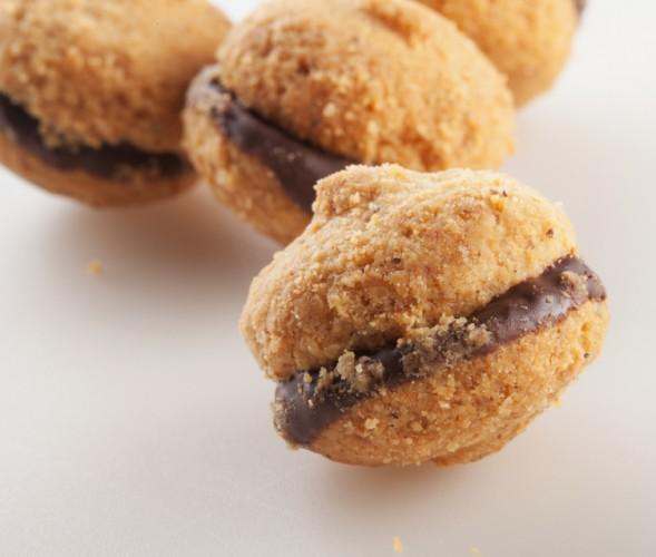 Baci di dama, Italian Sandwich Cookie