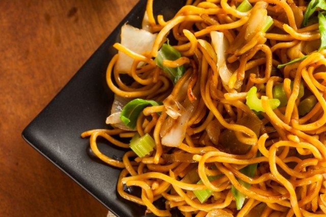 chow mein noodles with vegetables