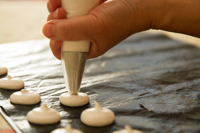 baking macarons at home, meringue