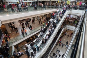 4 Reasons the Experts Say the Shopping Mall Isn't Dead