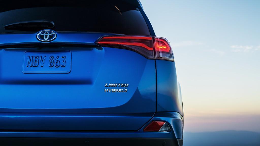 2015_Toyota_RAV4_Hybrid_teaser