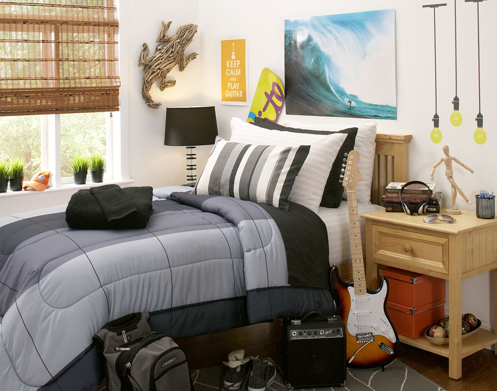 8 dorm room must haves for every college student - Dorm room bedding ideas ...