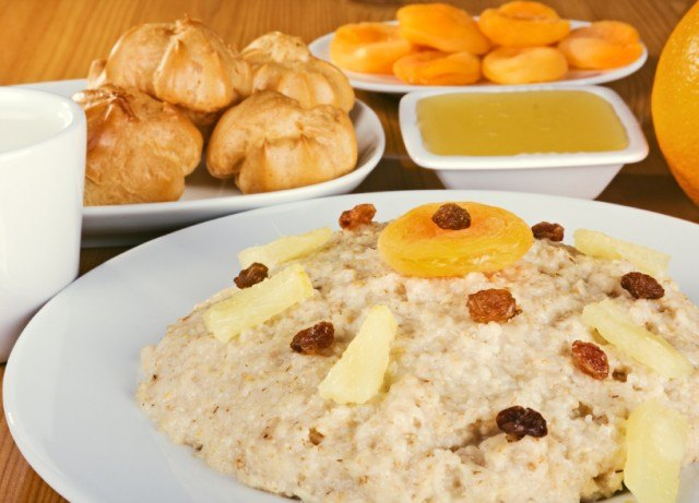 pineapple oatmeal with scones and other dried fruit