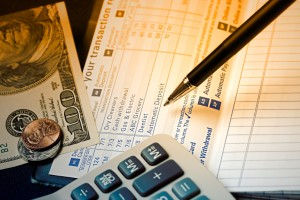The Pros and Cons of a Traditional Savings Account