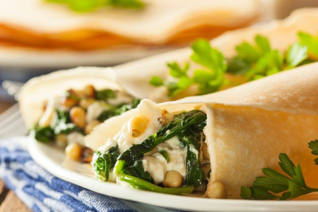 crepes stuffed with spinach, chicken, and beans