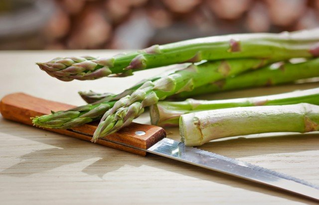 asparagus chopping, knife