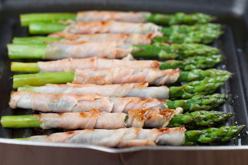 Broiled Prosciutto-Wrapped Asparagus Spears Recipe — Dishmaps