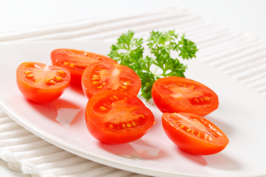 Plum tomatoes, halved