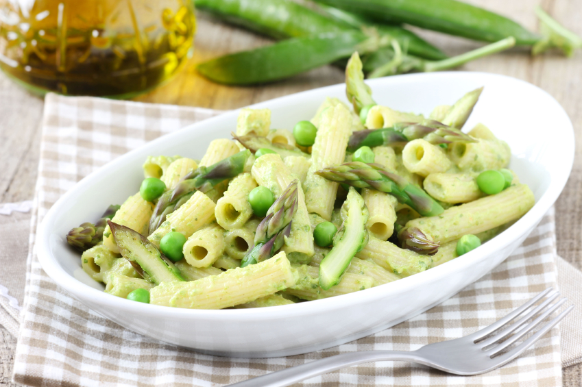 pasta dish with asparagus and peas