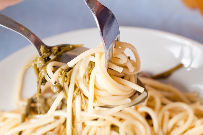 Spaghetti pasta, wild asparagus