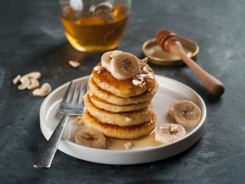 Banana Pancakes, honey