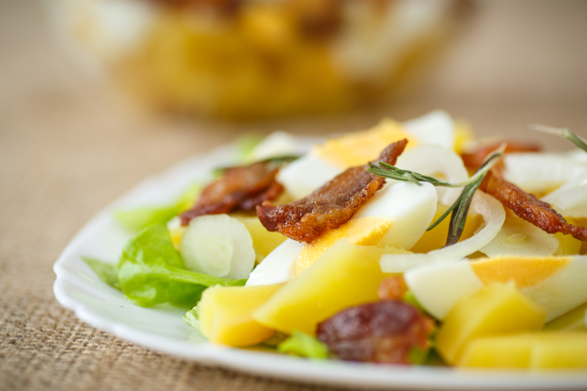 potato salad with bacon and eggs