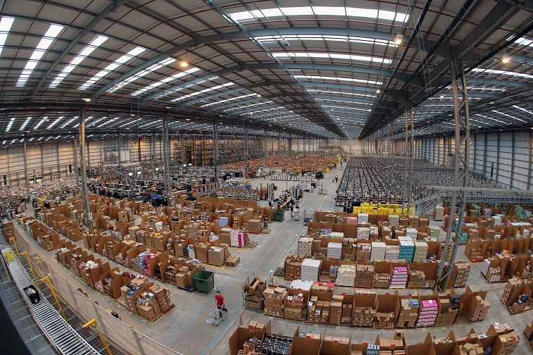 Employees select and dispatch items in an Amazon 'fulfilment centre' - Source: Oli Scarff/Getty Images