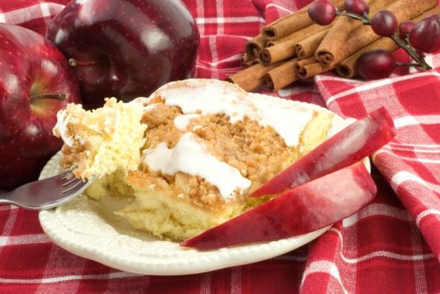 Apple pie breakfast cake
