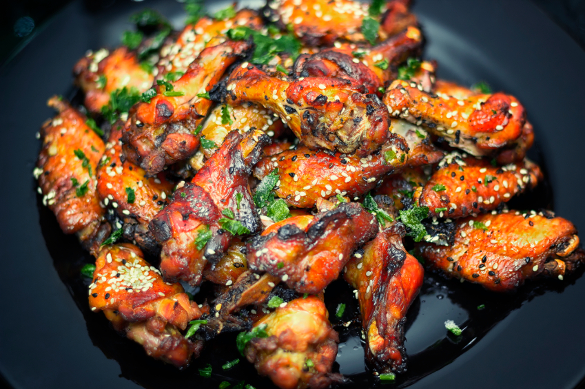 Chicken wings with herbs and sesame seeds
