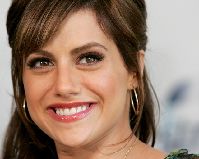 Brittany Murphy smiling for the camera on the red carpet