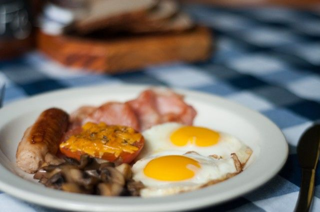 plate of breakfast fods