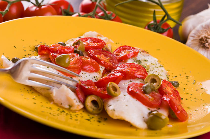 fish wth olives and tomatoes