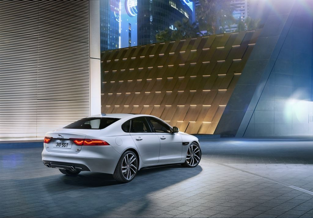 Jag_New_XF_S_Location_Image_010415_07_LowRes