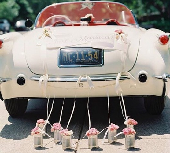 "Car with ""Just married"" on back"