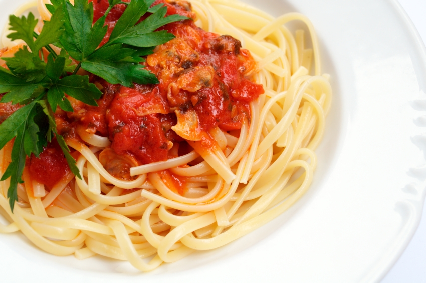 Linguine with Clams and Tomato Sauce