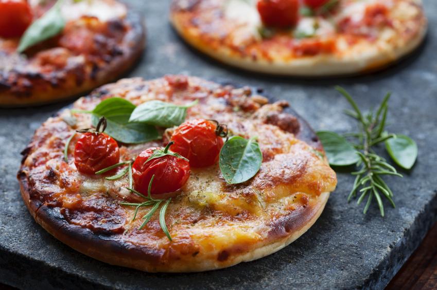 tomato pizzas, mini