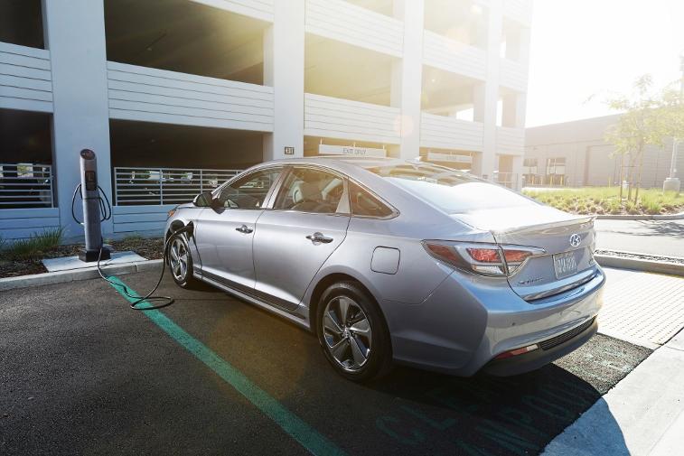 2016 Hyundai Sonata Plug-in Hybrid Electric Vehicle (PHEV), Rear Exterior 3/4