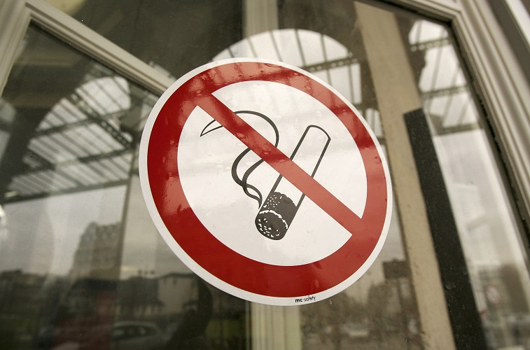 A no smoking sign