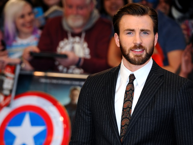 Chris Evans is wearing a stripped suit on there red carpet.