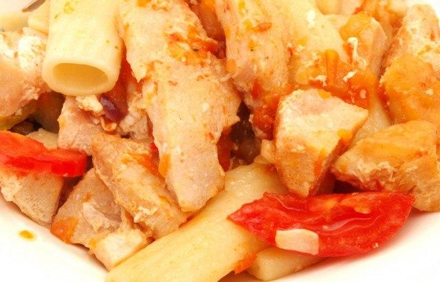 Rigatoni pasta with chicken