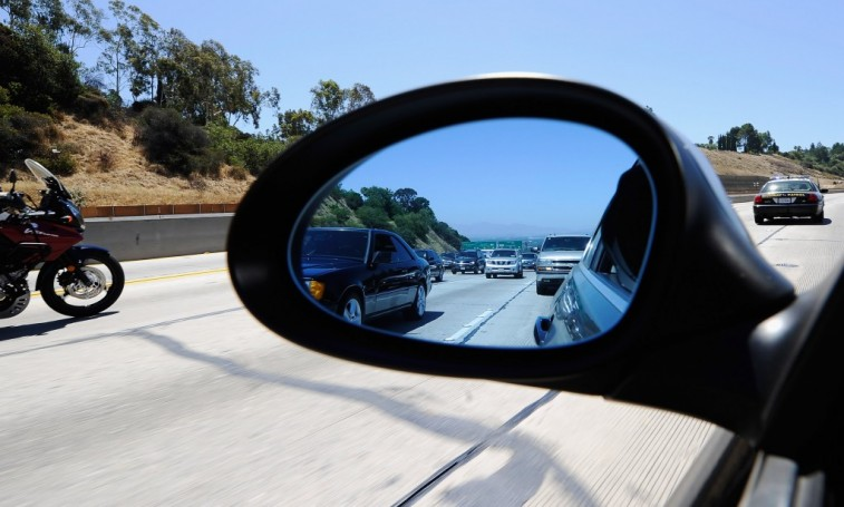 Beautiful Americans Are Not Adjusting Their Car Mirrors Properly