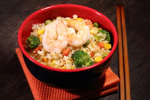 Make healthy Chinese food with this recipe for shrimp fried rice