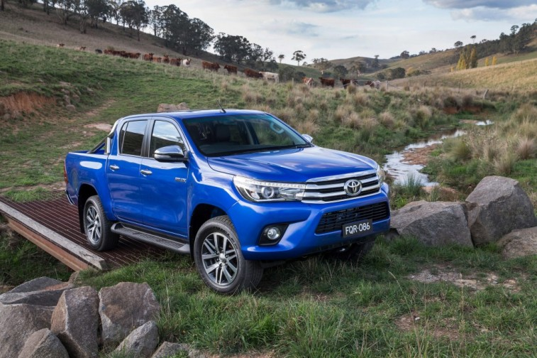 hr-15-hilux-reveal-01-1