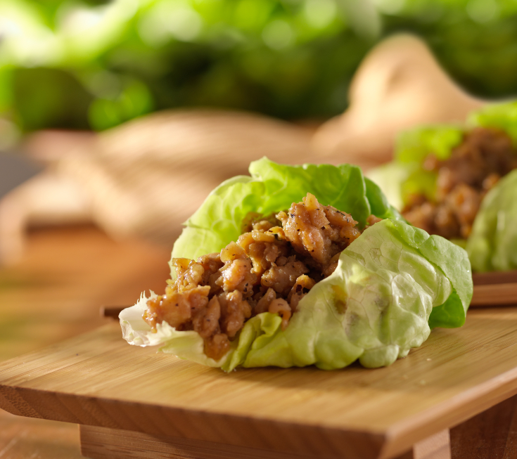 Asian lettuce wrap with minced chicken