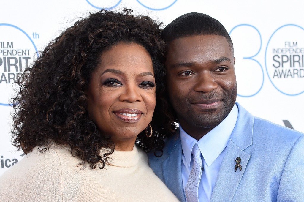 Oprah Winfrey and David Oyelowo pose close together on the red carpet.