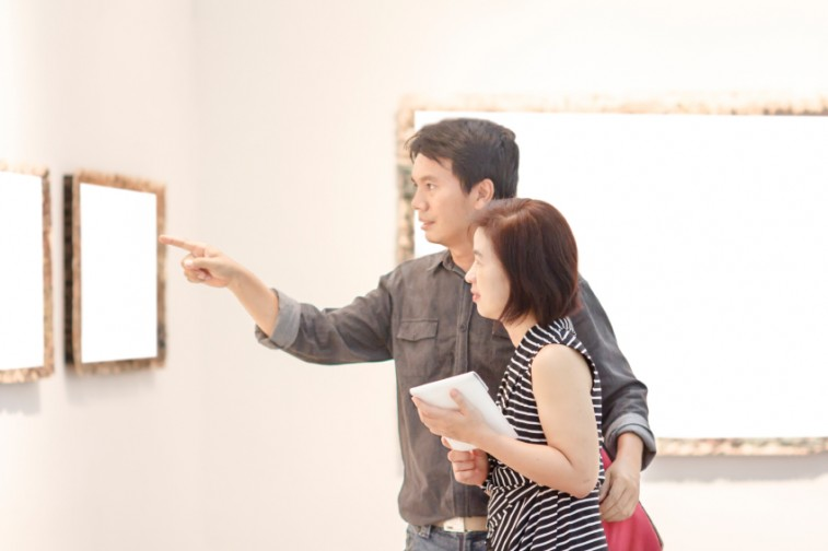 asian couple in art gallery