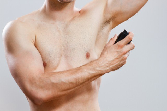 Knowing how to rub away deodorant mark is one of several style tricks guys should know
