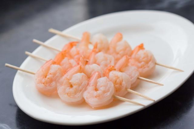 Peeled raw shrimp on skewers