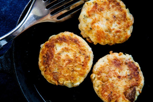 crab cakes in a pan