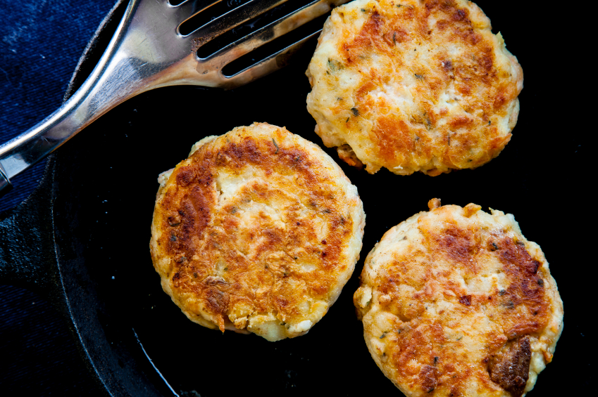 crab cakes in pan