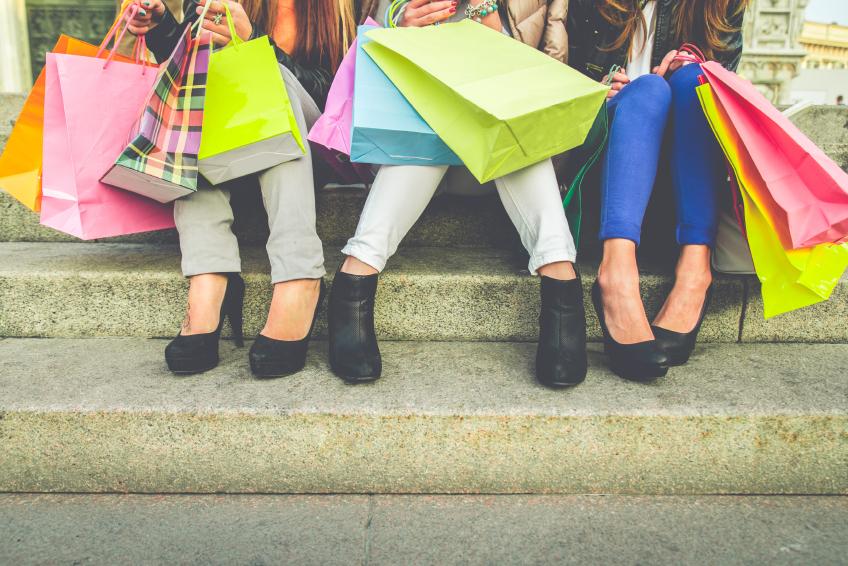 Women with shopping bags